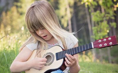 Guitarra para niños: 3 modelos de iniciación fabricados en España