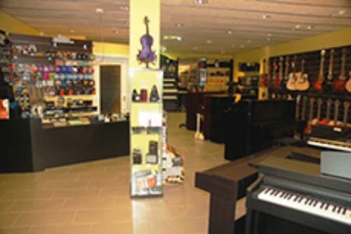 Pianos acústicos y digitales en Diesi #7, tienda de instrumentos musicales en Vic
