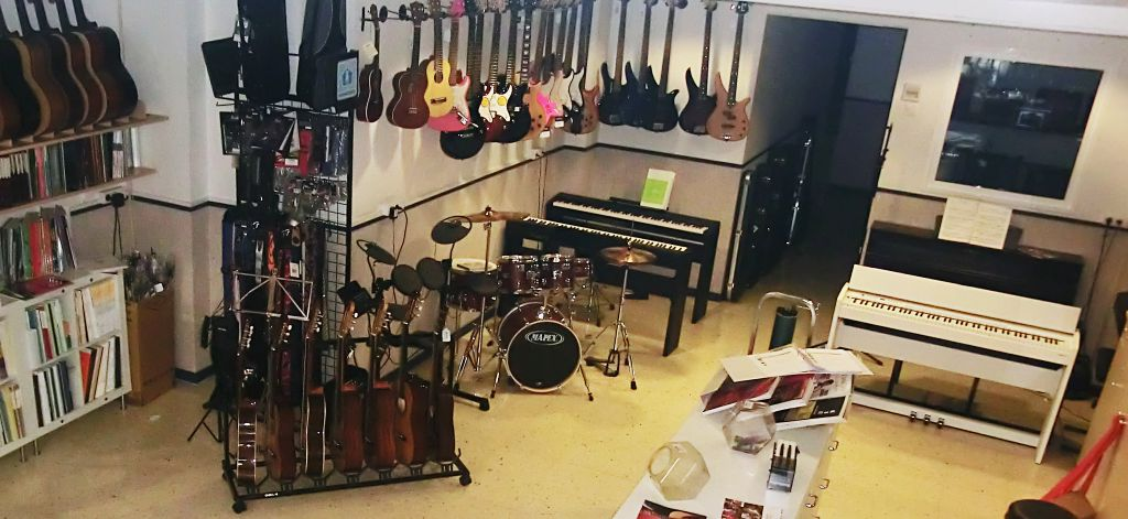 Pianos digitales en Pleniluni Musical, tienda de instrumentos musicales en Sant Cugat del Vallés